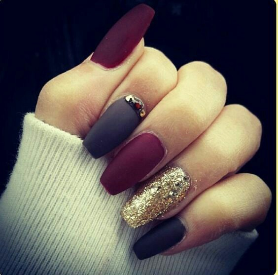 Black glitter nails tumblr